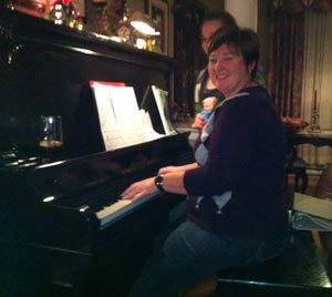 Toddy-playing-piano